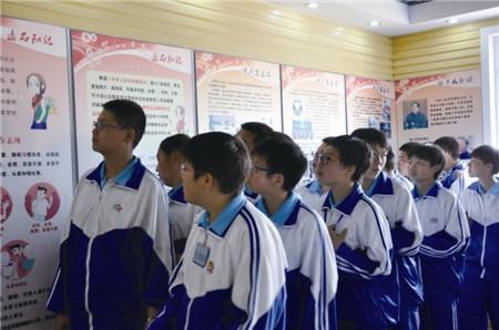 学生参观本溪市禁毒教育基地